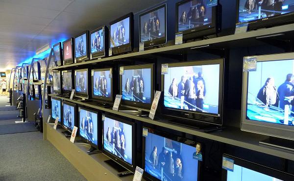 3e7760dc5 Předvánoční čas využívá mnoho televizních diváků ke koupi nového televizoru.  Letos je výběr televizních přijímačů o něco komplikovanější než dříve, ...